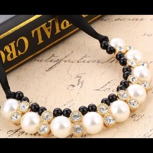 Statement pearl ribbon necklace
